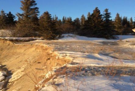 L'érosion emporte 40 pieds de terrain au Parc Nature