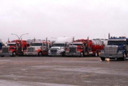 Des dizaines de camionneurs cloués à Baie-Comeau