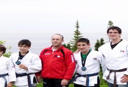Judo : Les Baie-Comois récoltent plusieurs médailles au canadien