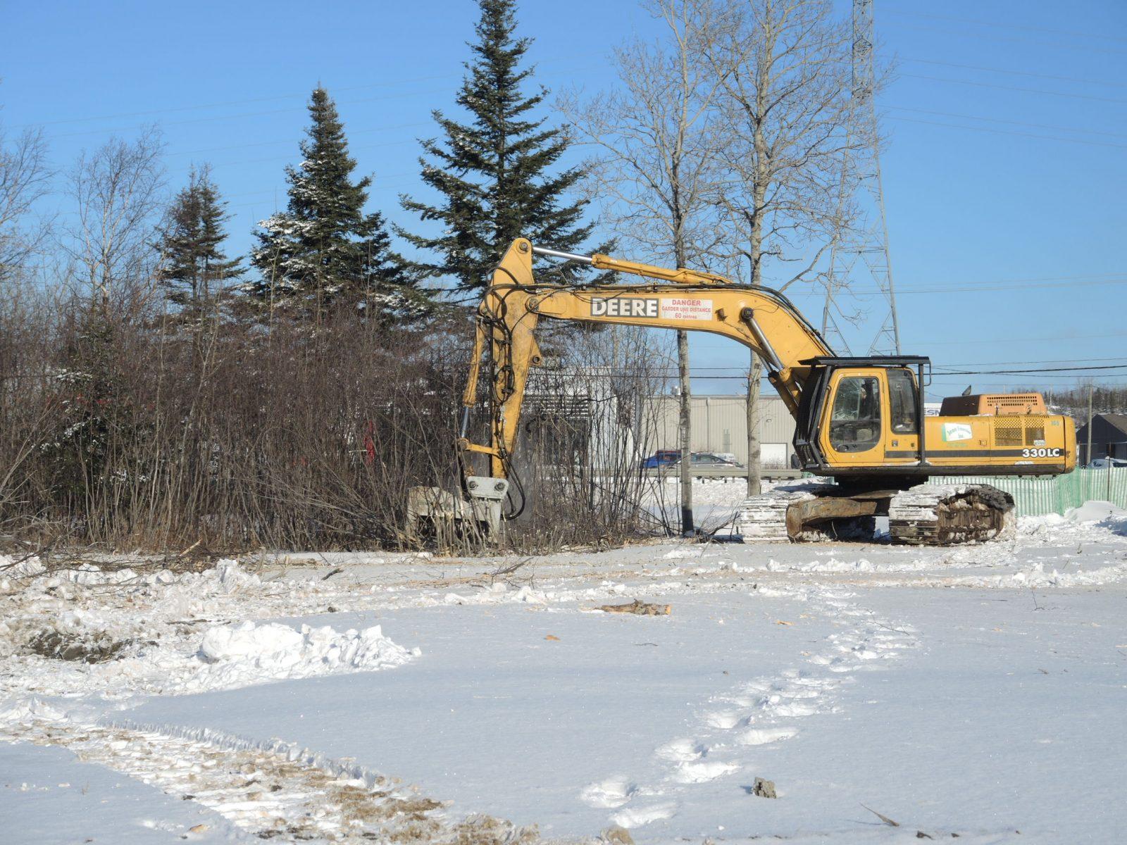 Canalta déboise le terrain pour la construction de son hôtel