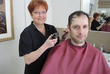 Un dernier coup de rasoir sur 41 ans comme barbière