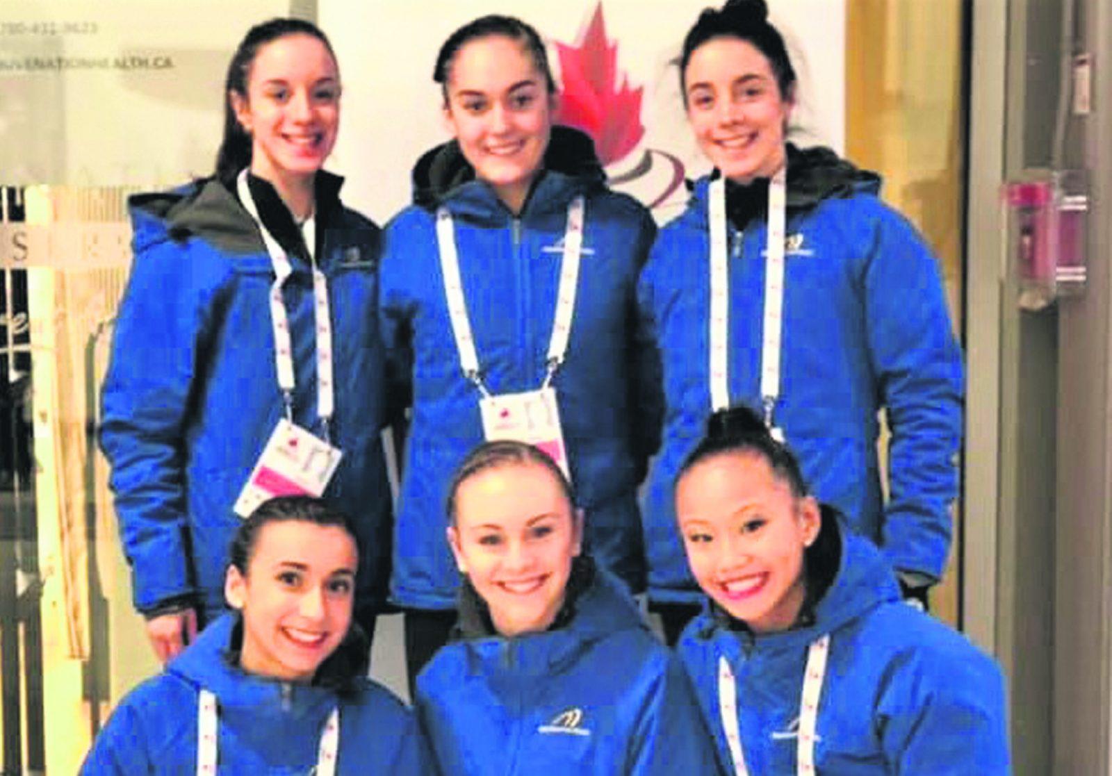Six patineuses au Défi Patinage Canada