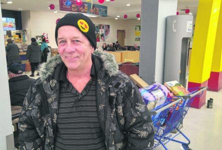 Un message du travailleur de milieu Denis Tremblay – Un appel à tendre la main aux gens seuls à Noël