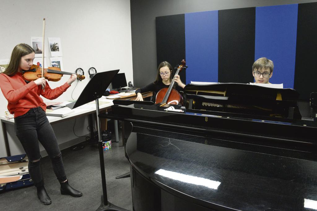 Un trio de l'École de musique Côte-Nord en première partie – Les JMC s'amènent avec Trésors cachés