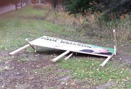 Des affiches électorales font l'objet de vandalisme