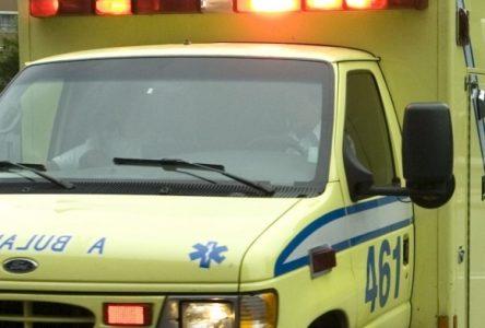 Une ambulance aux couleurs de Manic-5 et du conflit de travail