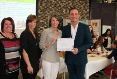 Prix Ruban mauve: l'ESSB se distingue pour sa lutte contre l'homophobie