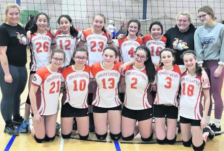 Les Spartiates orange triomphent en division 2 au Saguenay
