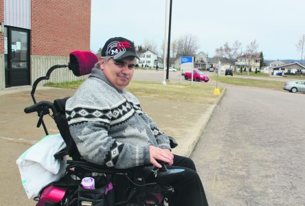 Un fauteuil roulant électrique en cadeau – « C'est terrible comme ç'a changé ma vie » – Étienne Desbiens