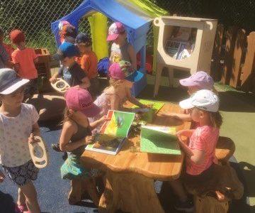 Les P'tits bécots inaugurent leur bibliothèque extérieure