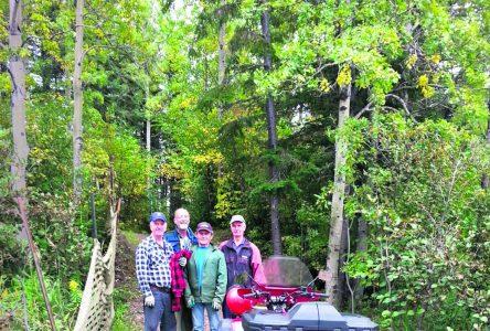 Parc Manicouagan – Omer Beaulieu et des bénévoles refont deux ponts