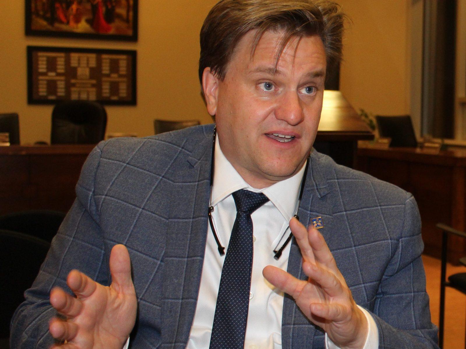 Chaînes de blocs : le maire réclame l'intervention du ministre Julien