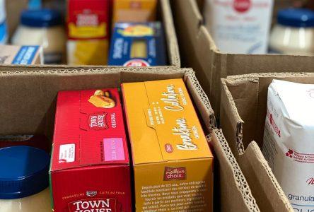 L'école Serge-Bouchard collecte 1 576 denrées pour les paniers de Noël