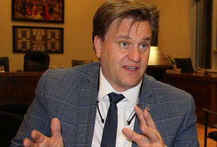 Rencontre avec Bonnardel : le maire table sur les préjudices subis à Baie-Comeau