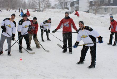 L'action ne manque pas au tournoi de hockey de rue