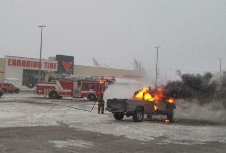Une camionnette s'enflamme