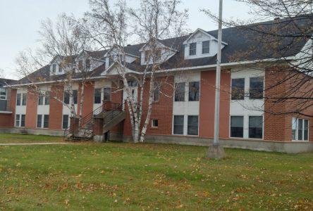 La démolition de l'ancien centre administratif de la commission scolaire va de l'avant