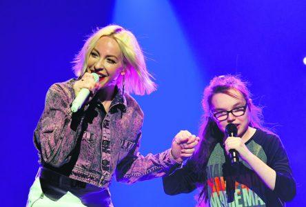 Marissa Savard chante avec son idole Marie-Mai