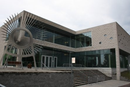 COVID-19 : le Centre des arts change son fusil d'épaule et annule