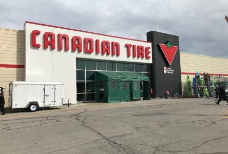 Canadian Tire donne masques et visières à la Ville