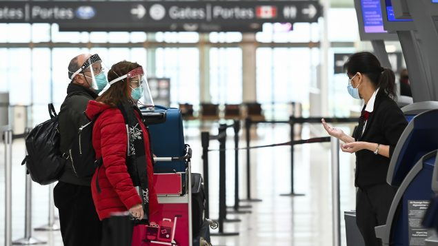 Nouvelles mesures concernant les voyageurs : Ottawa reporte encore son annonce